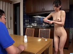 Akubi Yumemi naturally loves cracking her twat on cam