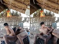 Today Exclusive- Desi Lover Outdoor Sex
