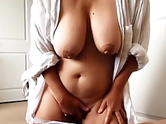 Amateur woman with massive XXX melons masturbates pussy on webcam